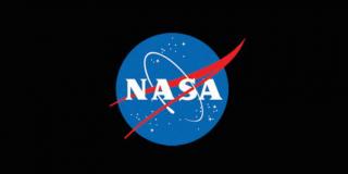 Danvers pracowała jako dyrektor bezpieczeństwa w NASA; gdy zyskała jednak moce, zaczęła cierpieć na zaniki pamięci - musiała przez to zrezygnować z pracy; po pewnym czasie stworzyła specjalny dokument, w którym ujawniła całą prawdę na temat agencji - tuż po jego opublikowaniu rozpoczęła się jej kariera dziennikarska