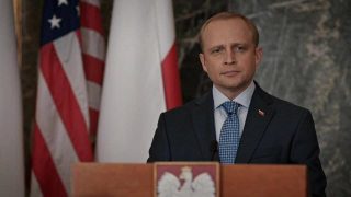 Piotr Adamczyk - Madam Secretary