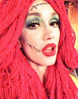 """Gwen Stefani jako Sally z filmu """"Miasteczko Halloween"""""""