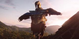 """Zbroja Thanosa jako strach na wróble - ten motyw znamy już z serii komiksowej """"Rękawica Nieskończoności"""" - pokonany Thanos przez pewien czas wiódł spokojny żywot farmera na nienazwanej planecie"""