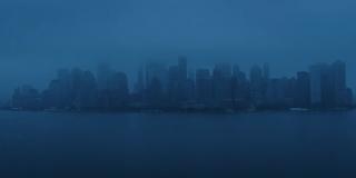 Nowy Jork wygląda na opuszczone miasto; to i dwa następne ujęcia mają pokazać skalę zniszczeń spowodowanych przez pstryknięcie