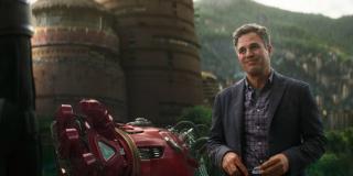 """Specyficzne poczucie humoru, które często okazuje Bruce Banner, Ruffalo zaczerpnął od Nortona. Jego zdaniem film """"The Incredible Hulk"""" zapowiadał właśnie taką ewolucję postaci, która podszyta jest sporymi dawkami autoironii."""