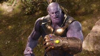 """2017 (oficjalna linia czasowa z książki na 10-lecie MCU) lub 2018 (według scenariusza): Rozgrywają się wydarzenia ukazane w filmach """"Avengers: Wojna bez granic"""" i """"Ant-Man i Osa"""". Dochodzi do Decymacji. Nick Fury wzywa Kapitan Marvel."""