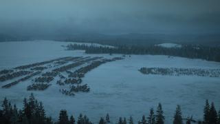8. Bitwa pod Winterfell (s05e10) - Krótkie, ale treściwe ujęcie szarży wojsk Boltonów na piechotę króla Stannisa. Żołnierze krzyczeli, że nie mają szans - król z kamienną twarzą dobył jednak miecza. Nie pomogła ofiara złożona Panu Światła z własnej córki. Ujęcie z lotu ptaka ukazało, jak jeźdzcy Boltonów otaczają i ostatecznie rozbijają wojsko Baratheona.