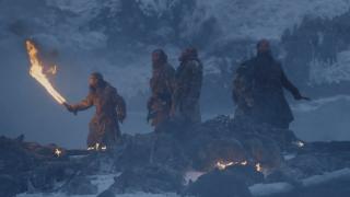 7. Bitwa za Murem (s07e06) - walka Daenerys i jej smoków z armią Białych Wędrowców po raz pierwszy zaprezentowała nam prawdziwe starcie Lodu i Ognia w produkcji. Majestatyczne, płomienne bestie siały spustoszenie wśród nieumarłych, jednak Ci również nie byli dłużni, co przerodziło się w ciekawy pojedynek dwóch kontrastowych sił.