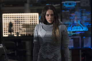Nieznana data: Elihas Starr, naukowiec zwolniony przez Pyma, próbuje eksperymentować przy tunelach kwantowych – doprowadza do śmierci swojej i swojej żony, a ich córka, Ava (znana później jako Ghost), zyskuje supermoce. Opiekę nad dziewczynką przejmuje Bill Foster – Ava zostaje szpiegiem S.H.I.E.L.D.