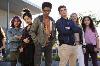 """2017 – nadal: Rozgrywa się akcja seriali """"Cloak and Dagger"""" i """"Runaways"""". Tandy Bowen i Tyron Johnson działają w ramach Divine Pairing. Dzieci członków Pride odkrywają tajemnice swoich rodziców."""