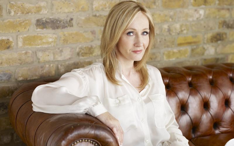 J.K. Rowling w ogniu krytyki. Poszło o transfobiczny komentarz