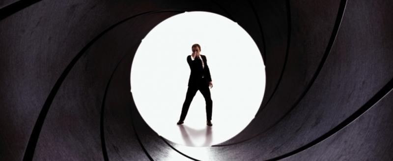 Dominic West twierdzi, że Jamesa Bonda mogłaby zagrać osoba transpłciowa