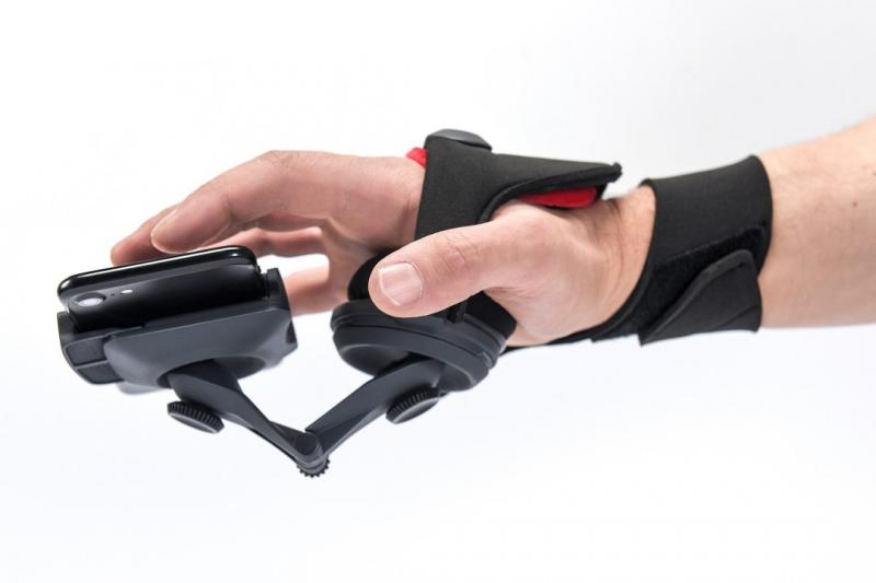 Polacy zaprojektowali uniwersalny kontroler wirtualnej rzeczywistości