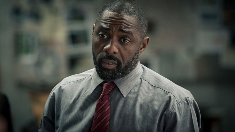 Filmy z treściami rasistowskimi powinny być usuwane? Idris Elba zabiera głos