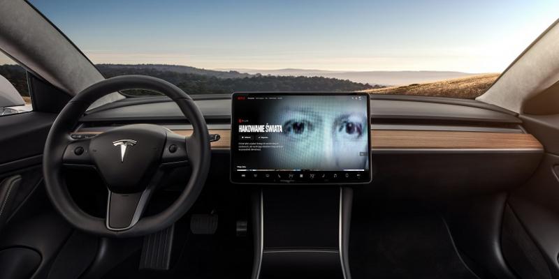 Netflix i YouTube trafią do samochodów Tesla