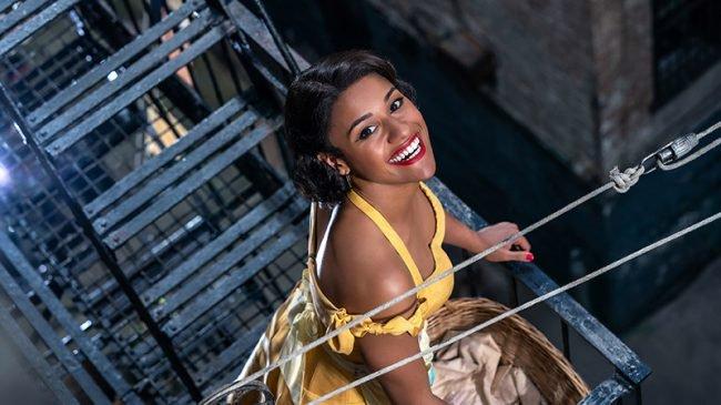 West Side Story -  Ariana DeBos jako Anita na nowym zdjęciu z filmu Spielberga
