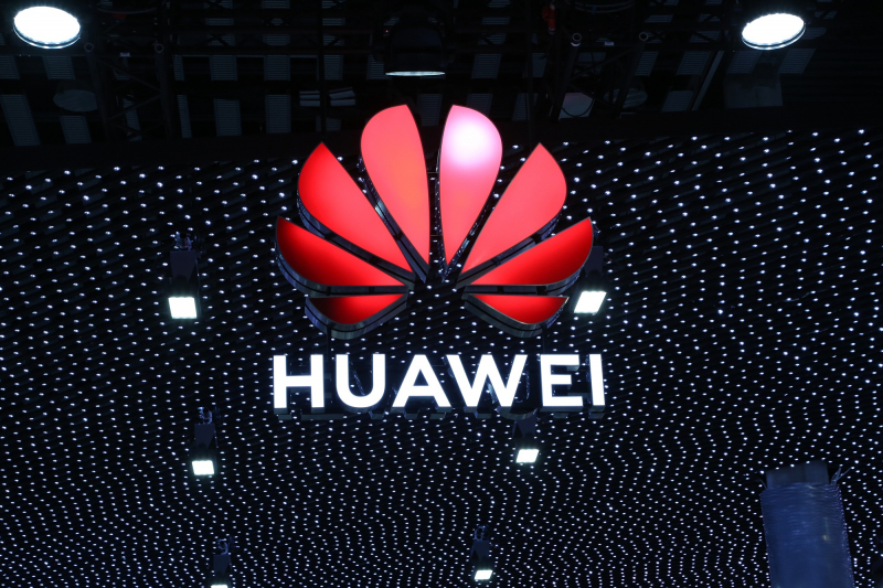 Mimo pandemii i wojny celnej Huawei podbił rynek smartfonów