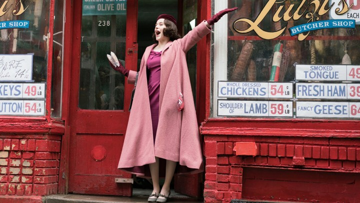 The Marvelous Mrs. Maisel – bohaterka podczas wakacji na zdjęciu z 3. sezonu