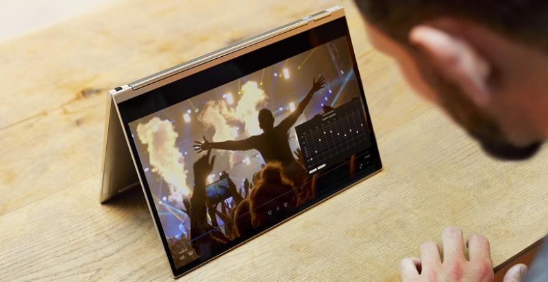 Lenovo Yoga C930 – gadżet dla zabieganego bingie-watchera