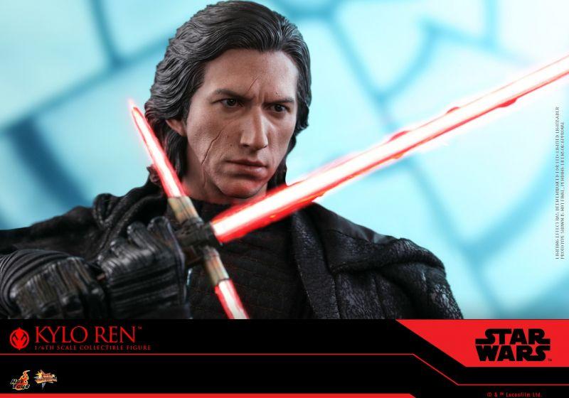 Skywalker. Odrodzenie - figurka Kylo Rena od Hot Toys. Zobacz galerię