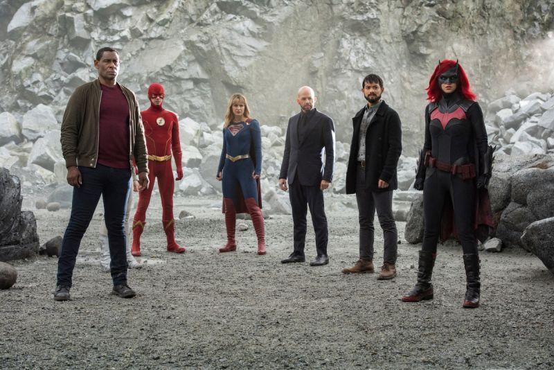 Kryzys na Nieskończonych Ziemiach - bohaterowie kontra Anty-Monitor na nowych zdjęciach z crossovera