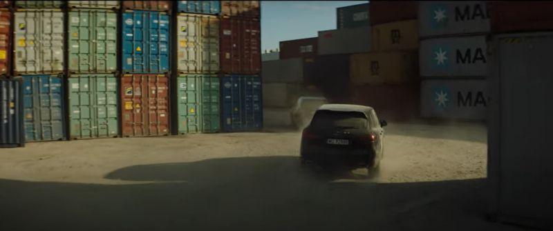 Asymetria - zwiastun filmu Niewolskiego. Konkurencja dla Patryka Vegi?