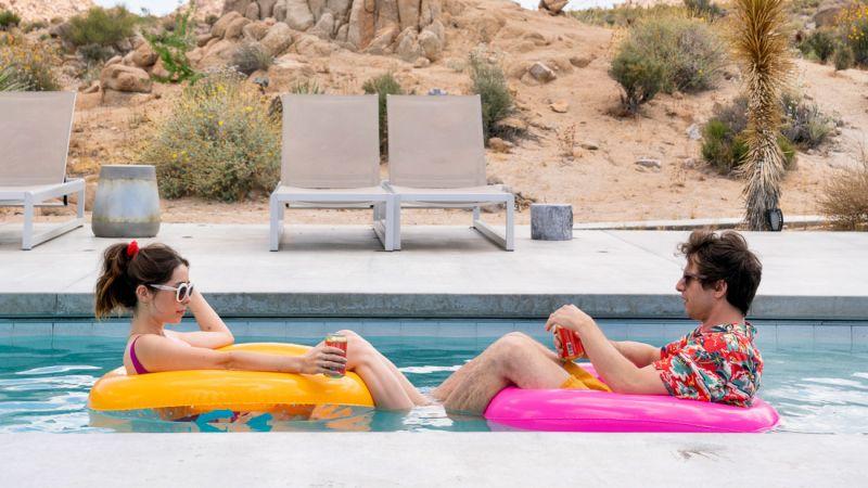 Palm Springs - zwiastun komedii. Gwiazda Brooklyn 9-9 w pętli czasu