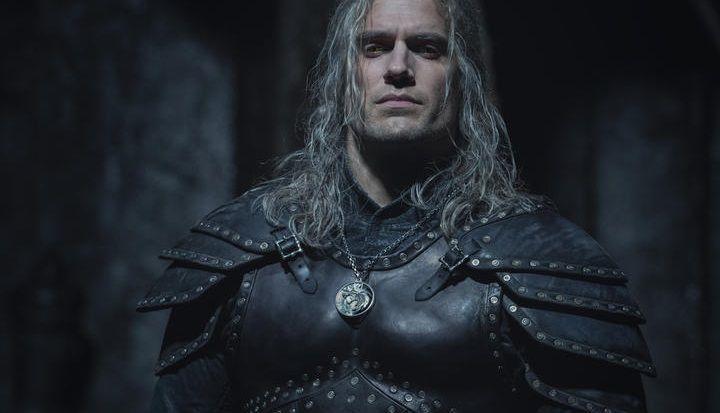 Wiedźmin - Geralt galopuje na Płotce na nowych zdjęciach z planu serialu Netflixa