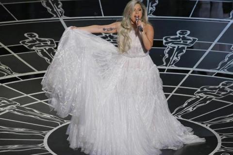 """Oscary 2015: Lady Gaga zachwyca hołdem dla filmu """"Dźwięki muzyki"""" – zobacz wideo"""