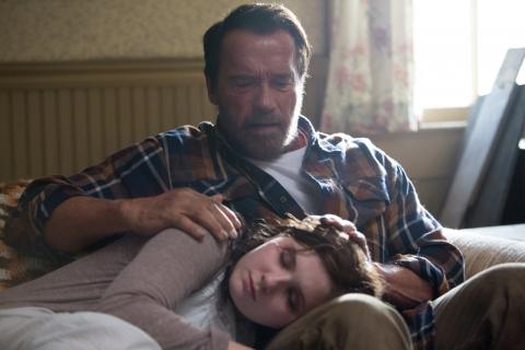 """Arnold Schwarzenegger potrafi grać! Emocjonalny zwiastun dramatu o zombie """"Maggie"""""""
