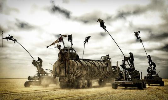 """""""Mad Max: Na drodze gniewu"""": W trzydzieści lat później Max znowu szaleje – recenzja"""