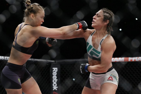 Ronda Rousey wygrywa z Bethe Correia – zobacz walkę