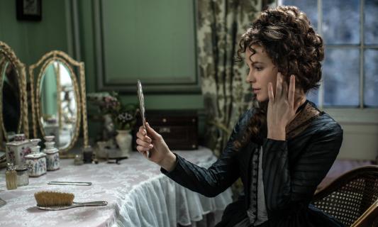 Rozważna i romantyczna Kate Beckinsale w polskim zwiastunie filmu Przyjaźń czy kochanie?