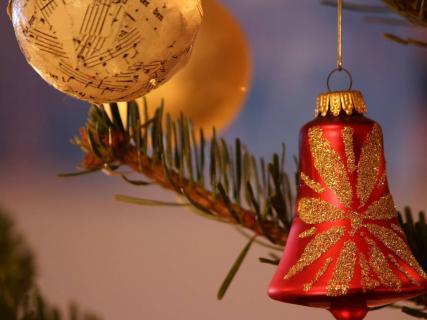 Pop świąteczną podszewką – felieton Kuby Ćwieka