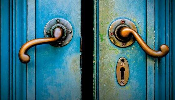 Za zamkniętymi drzwiami: doceniony debiut B.A. Paris