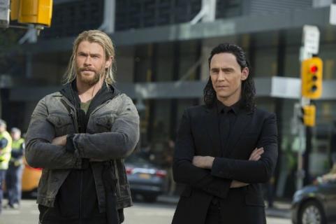 Świetne role epizodyczne w Thor: Ragnarok. Jakie gwiazdy pojawiły się w filmie?
