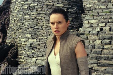 Gwiezdne Wojny - Rey przejdzie na Ciemną Stronę Mocy? Komentarze i teorie