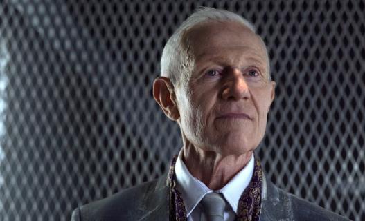 Raymond J. Barry w obsadzie 3. sezonu serialu Strzelec