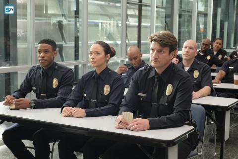 Nathan Fillion jako początkujący glina. Pełny zwiastun serialu The Rookie