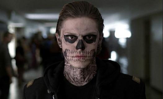 Tate i Ben Harmon na planie 8. sezonu American Horror Story. Zobacz zdjęcie