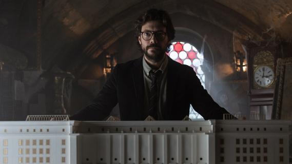 Dom z papieru - Profesor dzwoni do Urzędu Skarbowego. Zabawna promocja 3. sezonu serialu