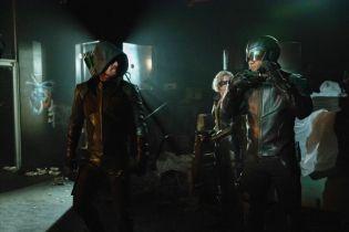 Arrow - pierwszy bunkier bohatera na nowym zdjęciu zza kulis 8. sezonu serialu