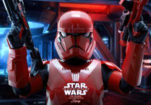 Szturmowiec Sithów jak żywy. Figurka z filmu Gwiezdne Wojny: Skywalker. Odrodzenie
