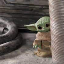 Baby Yoda - tak wyglądają zabawki firmy Hasbro. Szef Disneya pozuje z postacią
