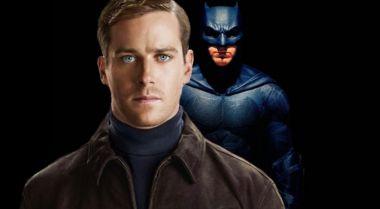 Justice League: Mortal - tak z bliska mogła prezentować się maska Batmana
