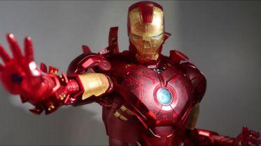 Takiej figurki Iron Mana jeszcze nie było. Wygląda jak hologram [ZDJĘCIA]