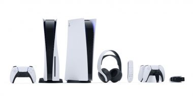 PS5 sprzedawana w megapakiecie z telewizorem i zestawem akcesoriów