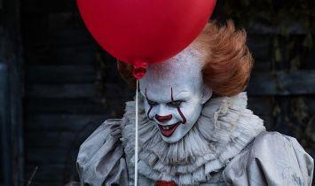 To – horror o tym, czego boimy się najbardziej. Która ekranizacja wypadła lepiej?