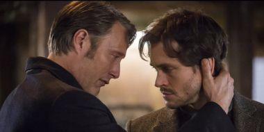 Hannibal: pocałunek między Madsem Mikkelsenem a Hugh Dancym? To mogło się zdarzyć